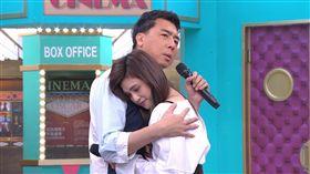 梁赫群和夏宇童兩人拍吻戲。(圖/衛視中文台提供)