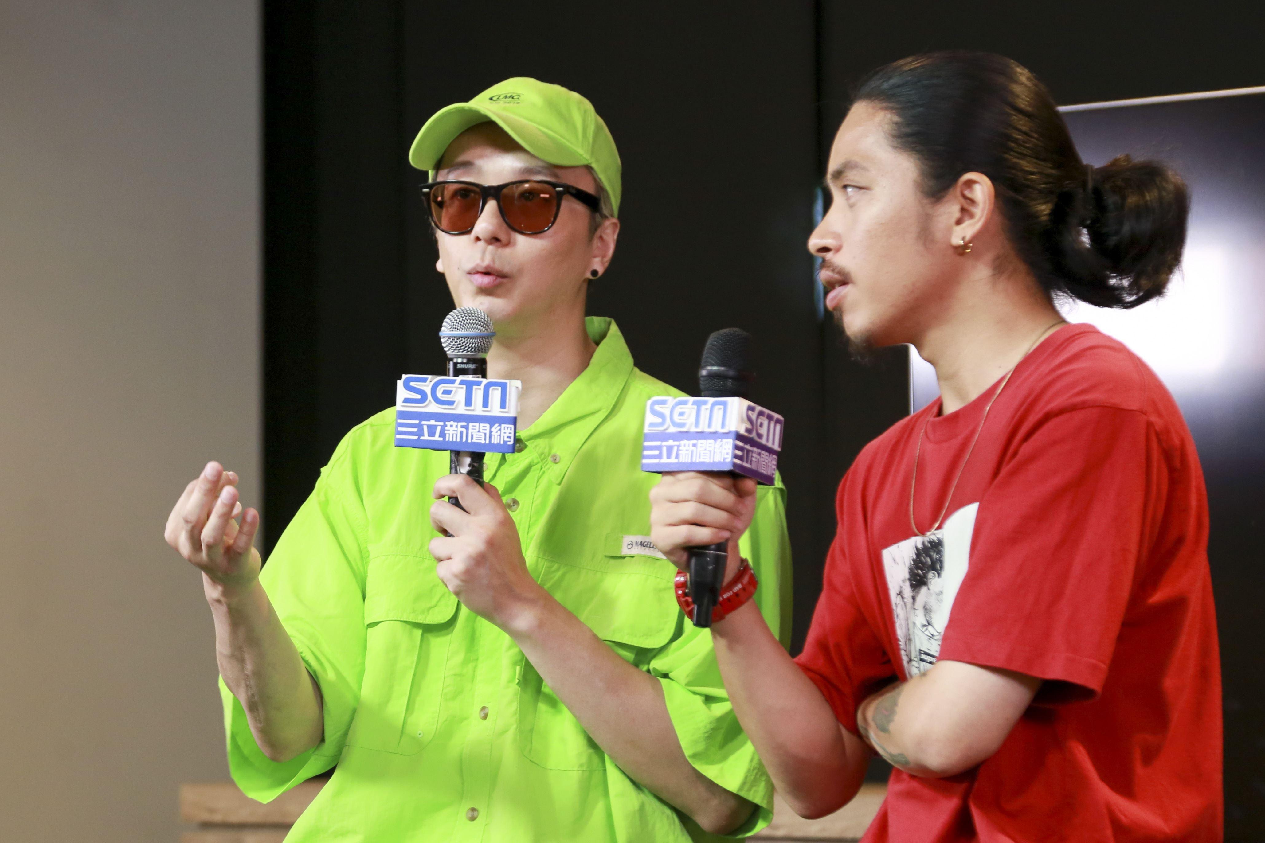 金鐘視覺設計總監廖人帥、平面視覺設計吳建龍接受三立新聞網專訪。(圖/記者林士傑攝影)