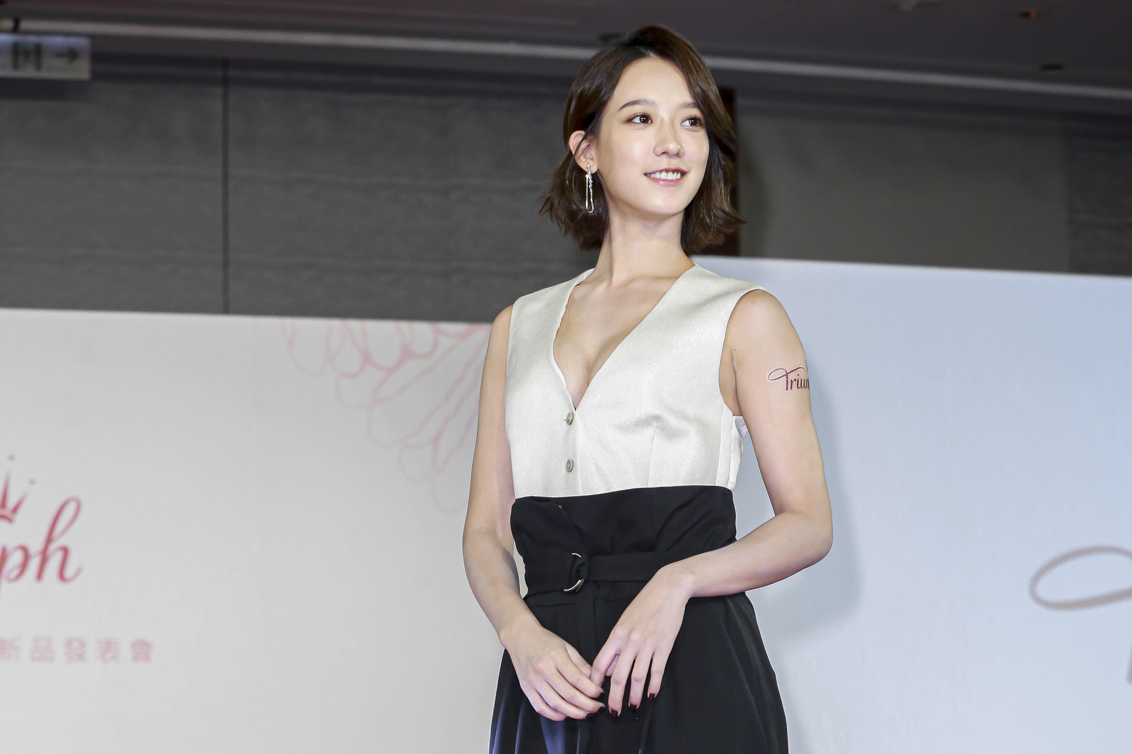 孟耿如火辣現身擔任品牌大使秀出深V事業線。(圖/記者林士傑攝影)