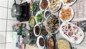 報紙,吃飯,用餐,衛生,方便(圖/翻攝自爆怨公社)