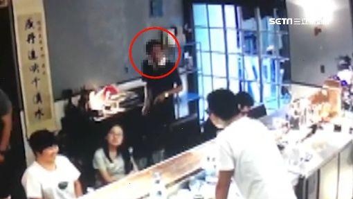 男想喝霸王餐咖啡踢鐵板 遇同老闆被抓包