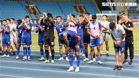 ▲陳柏良率領中華隊感謝球迷。(圖/記者林聖凱攝影)