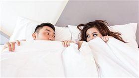 男拜訪女友家長 一見面尷尬炸…女友媽是他一夜情纏綿對象(示意圖/翻數自Pixabay)
