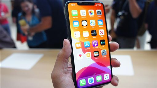 iPhone新機配備OLED螢幕蘋果公司10日在美國總部Apple Park發表3款新iPhone,圖為體驗區展示的iPhone 11 Pro,配備OLED螢幕。中央社記者吳家豪舊金山攝  108年9月11日