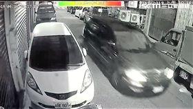 台北市林姓男子遭砍16刀後,1男1女將他丟包在忠孝醫院,經搶救後仍宣告不治(翻攝畫面)