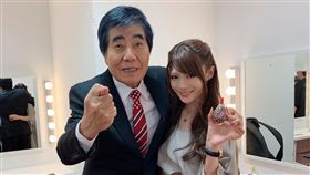 相澤南參加日本Abema TV直播,與「AV帝王」村西透相見歡。(圖/翻攝自相澤南推特)