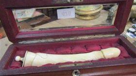 骨董,陽具,象牙,拍賣,英國。(圖/翻攝自推特)