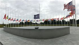 911恐攻18週年 北約總部降半旗悼念美國遭911恐怖攻擊18週年,9月11日北大西洋公約組織(NATO)總部內會員國國旗降半旗悼念。中央社記者唐佩君布魯塞爾攝 108年9月12日