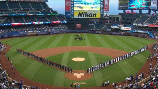 ▲大都會、響尾蛇賽前舉行911緬懷儀式。(圖/翻攝自MLB官網)
