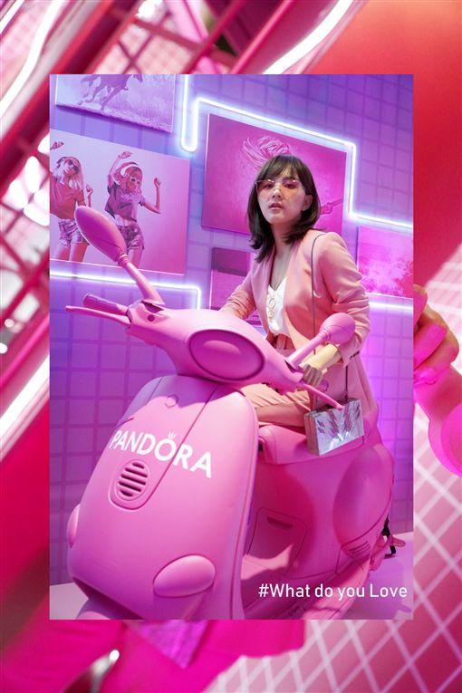 丹麥輕珠寶品牌Pandora,選在華山文創園區舉辦「#WhatDoYouLove粉紅體驗展」(品牌提供)
