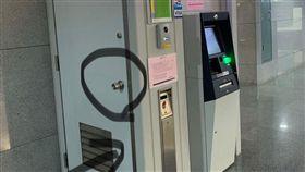 提款機,銀行,門,小精靈,維修,換鈔,PTT 圖/翻攝自PTT