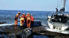 海巡助擱淺美國籍遊艇脫困(2)