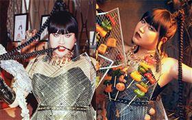 網紅黃小愛、林進中秋節利用烤肉工具製作衣服,裝扮成「烤肉女神」。臉書