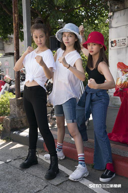 台灣第一部女子摔角電影《女優,摔吧!》今(13)日選在中秋節吉時舉辦開鏡儀式,演員夏于喬、鬼鬼、黃心娣、那維勳、涂善存及張睿家皆全體出席團拜。(圖/滿滿額娛樂提供)