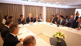 巴西亞馬遜法定地區各州州長13日與德國、挪威和英國駐巴西大使在巴西利亞召開會議後決定,將在未來幾天宣布恢復「亞馬遜基金」撥款。(圖取自twitter.com/helderbarbalho)