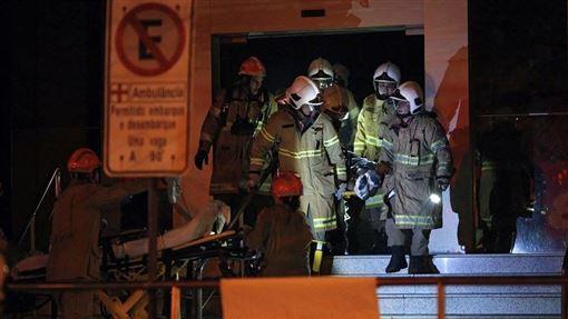 巴西里約熱內盧的巴迪姆醫院12日晚間發生大火,已知至少11人喪身火窟,死者多為加護病房的高齡患者。(法新社提供)