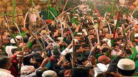 (圖/翻攝自推特@GeneEsposito19)印度,穆斯林,斬首,舞劍,意外