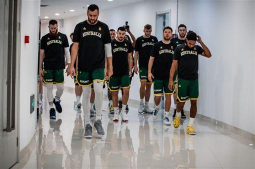 ▲澳洲輸球懊惱的離場。(圖/取自FIBA官網)