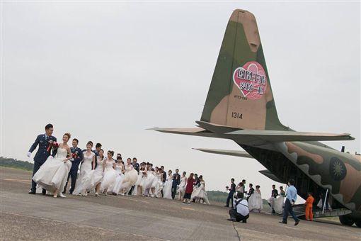 國軍,國防部,聯合婚禮,同性婚姻(圖/翻攝自國防部發言人臉書)