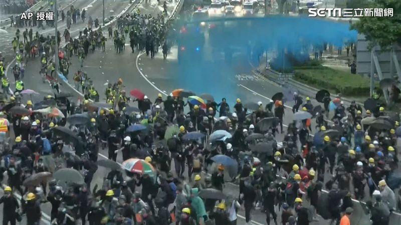 反送中/「逛街」人潮塞爆銅鑼灣!出動水砲車、鎮暴警