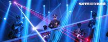 郭富城台北小巨蛋「舞林密碼」演唱會穿透視裝還露點秀胸肌,貨櫃舞台、燈光、勁歌熱舞震撼全場。(記者邱榮吉/攝影)