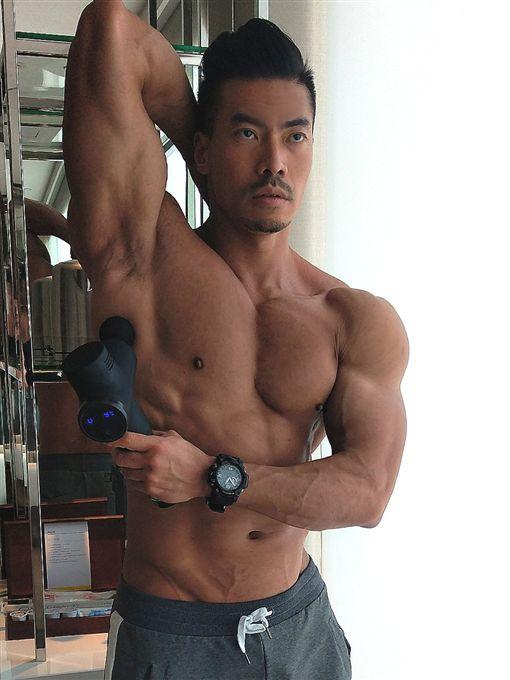 筋肉爸爸,筋肉媽媽/臉書