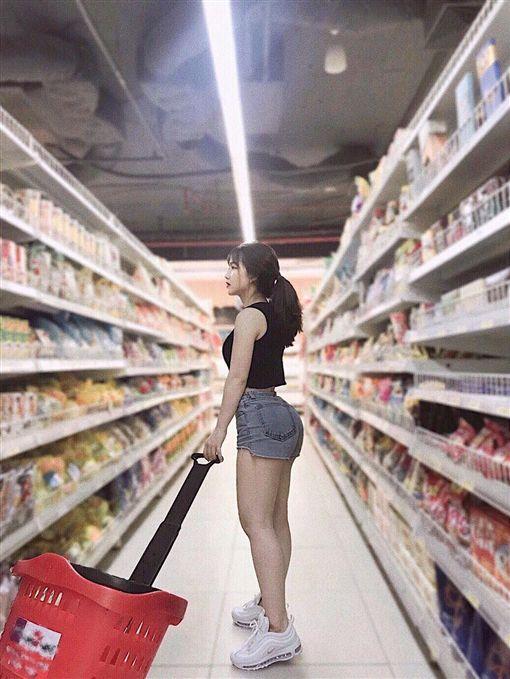 正妹,超市,正面照,Nguyễn Thị Thuỳ Trang,越南/翻攝臉書