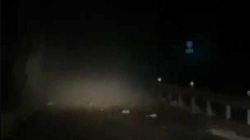 中橫慈恩路段土石坍落…一轎車遭擊中!目前已緊急封閉
