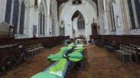 你敢睡嗎?中世紀教堂開放露營…午夜「夜遊墓園」超驚悚(圖/翻攝自The Churches Conservation Trust臉書)