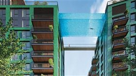 倫敦,豪宅,透明空橋泳池,英國。(圖/翻攝自embassygardens網站)