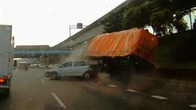 國道一號,車禍,連環撞,林口,追撞,行車紀錄器,煞車,塞車, 圖/翻攝自YouTube