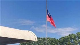 中華民國駐索羅門大使館降旗關館台灣與索羅門群島16日斷交,中華民國駐索羅門大使館17日早上舉行降旗典禮。(僑胞提供)中央社記者石秀娟傳真  108年9月17日