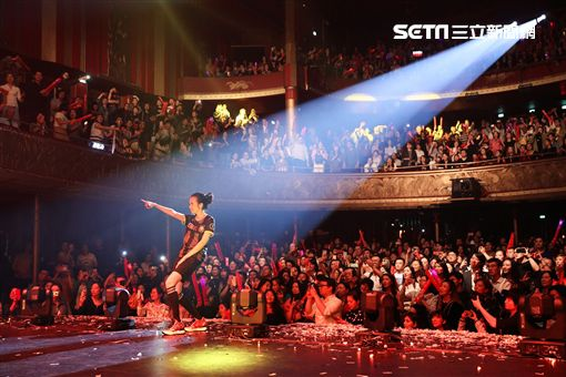 莫文蔚演唱會巴黎傳奇劇院 照片提供:莫家寶貝工作室