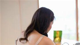 側乳,室友,渾圓,半球,早餐,爆廢公社公開版 圖/翻攝自爆廢公社公開版