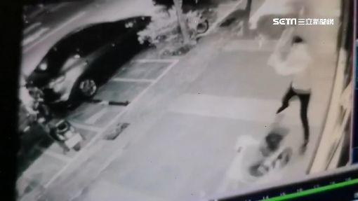 惡煞棍棒砸寵物店開車撞 男客關心衰遭刀刺胸