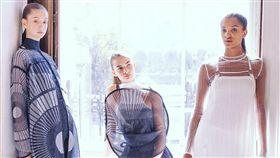 新銳品牌Syzygy 倫敦發表首季作品日蝕台灣新銳設計師高元龍與李毓瑋創辦品牌Syzygy,兩人14日在倫敦索麥塞宮發表首季系列作品「日蝕」。(Syzygy提供)中央社記者戴雅真倫敦傳真 108年9月17日