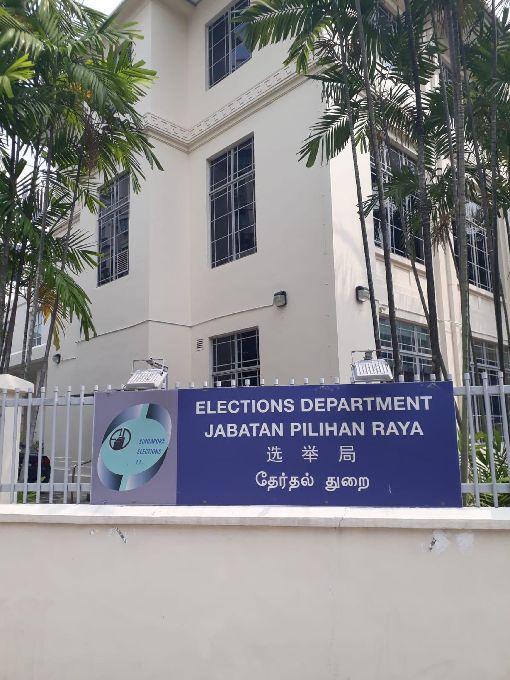 星國因應大選 啟動選區檢討委員會新加坡大選攸關第四代領導人接棒,一向是東協各國關注焦點,現階段雖啟動選區範圍檢討委員會,但大選「良辰吉日」仍眾說紛紜未定案。圖為新加坡選舉局。中央社記者黃自強新加坡攝 108年9月18日