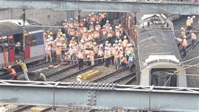 香港鐵路脫軌 8人受傷(2)香港鐵路17日發生嚴重事故,一列在新界和市區之間行走的東鐵線火車在開進紅磡總站時出軌,造成8人受傷,事故原因尚待公布。中央社記者張謙香港攝  108年9月17日