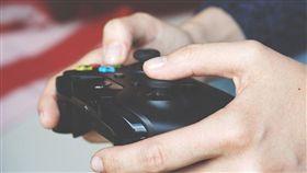 打電動、玩遊戲、玩電腦、PS4/pixabay