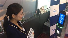 桃機導入人臉辨識  未來可刷臉通關購物桃園機場公司18日在「智慧海空港-領航新未來」論壇展示多項應用體驗,未來將導入人臉辨識,讓民眾刷臉就能在桃園機場快速通關、購物及登機。(桃園機場公司提供)中央社記者吳欣紜傳真  108年9月18日