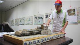 林宗立解釋改建工程過程明泰鞋坊老闆林宗立在當年街廓改建模型前解釋整個改建工程過程。中央社記者林克倫攝  108年9月19日