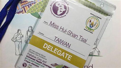醫師化不滿為行動  促非洲會議為台灣正名(2)醫師蔡蕙珊不滿非洲緩和照護協會(African Palliative Care Association, APCA)研討會報名網頁將台灣納為中國一省,發信向對方抗議,要求為台灣正名;成功拿到僅寫著「TAIWAN」(台灣)的出席識別證。(蔡蕙珊提供)中央社記者陳偉婷傳真  108年9月19日