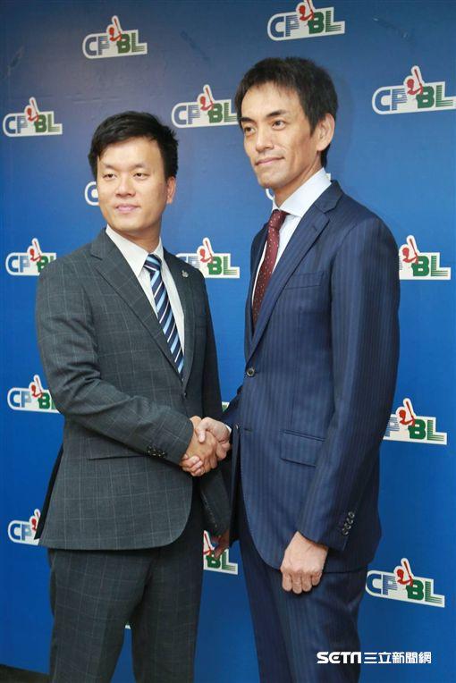 ▲Lamigo球團總經理劉玠廷(左)與日商樂天亞洲營運長渡邊崇出席記者會。(圖/記者林士傑攝影)