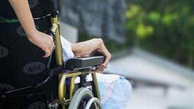 她幫助輪椅伯被兇!護理師下秒抱歉…網讚爆:社會因妳溫暖(圖/翻攝自Pixabay)