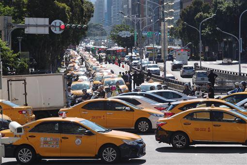 交通部,計程車,考試,Uber駕駛,開罰(圖/中央社)
