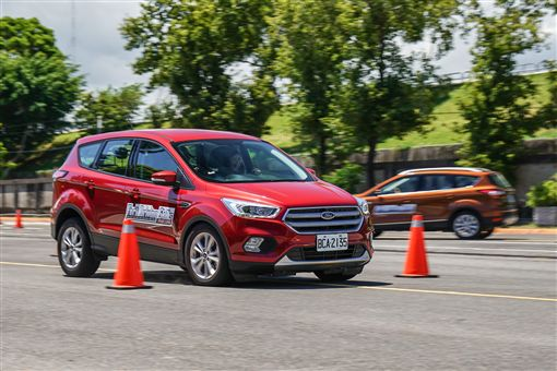 ▲開車分心是行車安全最大的隱憂。(圖/Ford提供)