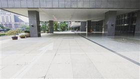 KUSO「高雄市長開箱」圖曝光!空無一物被推爆 (圖/翻攝自臉書粉專高雄點 Kaohsiung.)