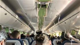 飛機急降8800公尺。(圖/翻攝自推特)