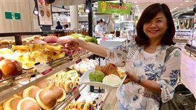 台式菠蘿麵包紅到日本  每月出貨一萬個台灣熱賣的菠蘿麵包紅到日本,阪急麵包統計,一個月生產約一萬顆丹麥菠蘿冷凍麵團。若以單顆100日圓計算,一年營業額達1200萬日圓。中央社記者蔡芃敏攝  108年9月20日