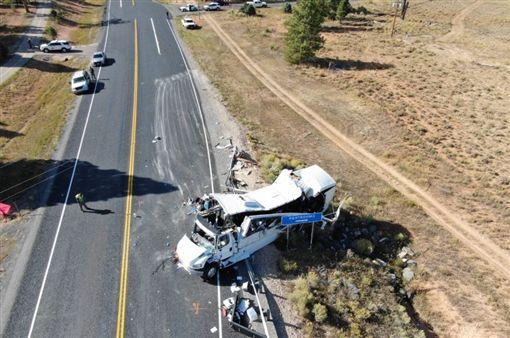 猶他州,車禍,旅客,美國,中文(圖/翻攝自Utah Highway Patrol Twitter)